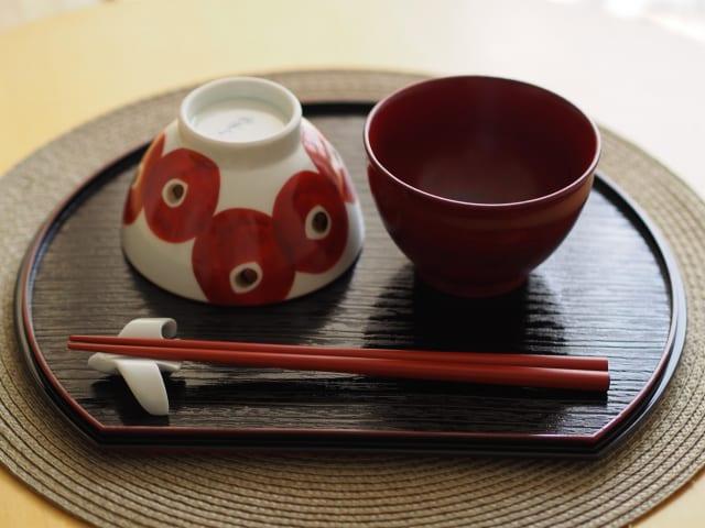 素朴な疑問なんやけど、食器が陶器である利点ってあるんか?