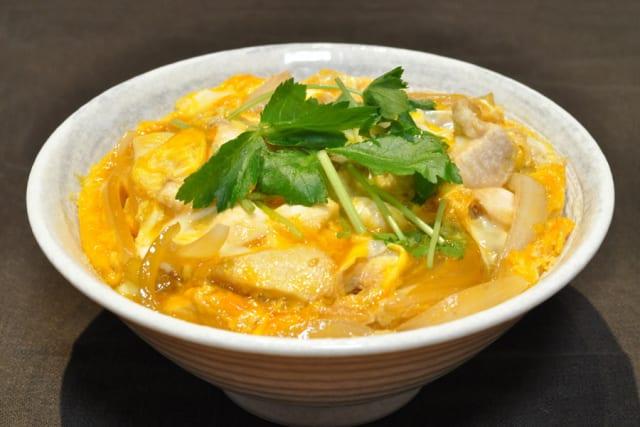 【悲報】中国人が親子丼を中華風にアレンジした結果wwwww