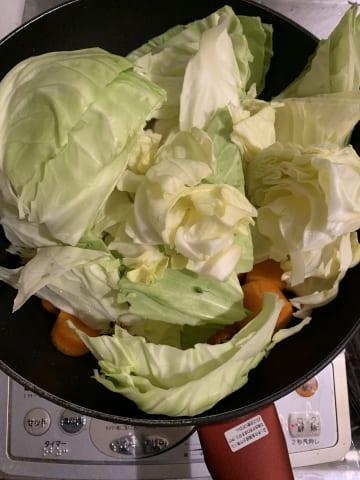 【画像】クラムチャウダー作ろうと思ってひとまず野菜切ったんだけどさ