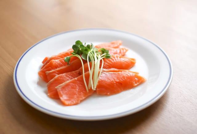 【画像】サーモン食べ放題45分777円wwwwww