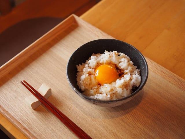 """卵かけご飯に醤油かけるやつって""""浅い""""よな"""