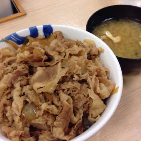 【悲報】松屋「助けて!牛丼チェーンの中でうちだけ赤字なの!!」