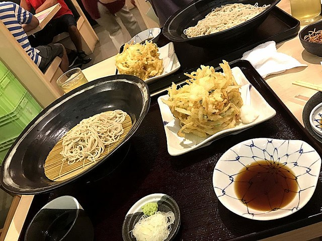 友達との外食、自分の料理だけ先に来たら… 全員が揃うまで待つ?一人で食べ始める?