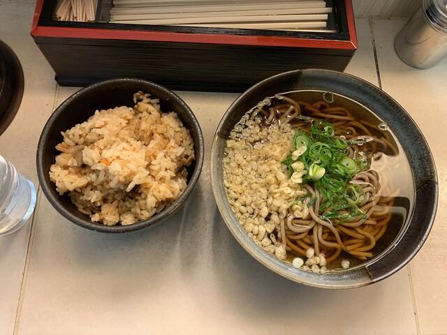 大阪旅行ワイ、「かやくご飯」とかいう謎のメニューを見て困惑