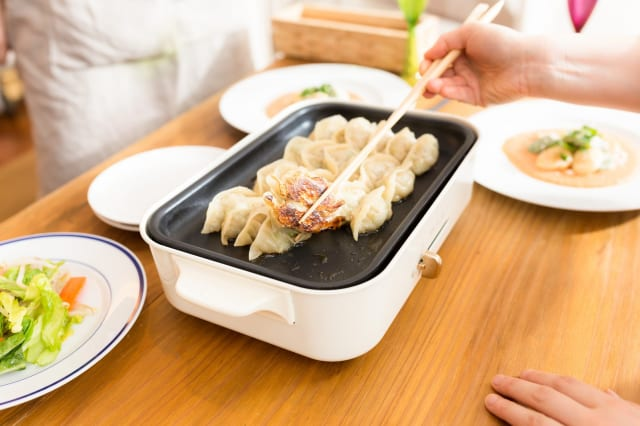 【朗報】餃子、自作すると1000円くらいで75個くらいは作れてしまう