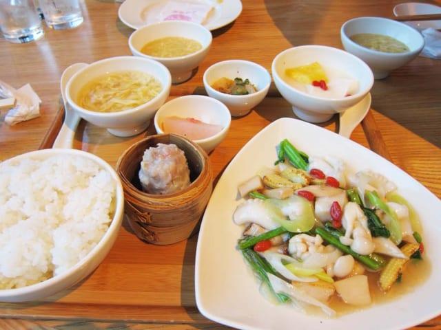 【画像】中華料理の人気トップ4が詰め込まれたパーフェクト弁当(1,050円)ついに発見される