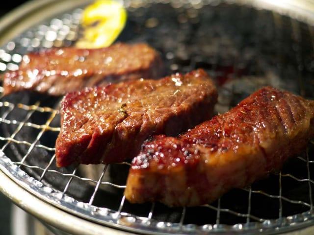 【画像】牛角(980円で 焼肉、キムチ、ポテトサラダ、ご飯食べ放題、巨峰サワー飲み放題)←最強すぎるだろ……