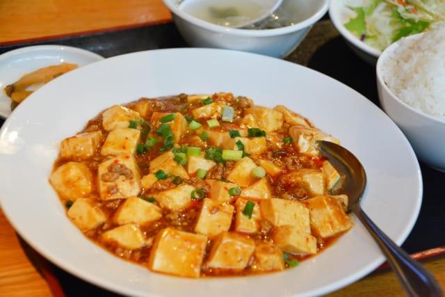 日本人「ほい、これが大好きな中華ね!(中華丼,冷やし中華,焼き餃子,天津飯)」 中国人「うわぁ…」