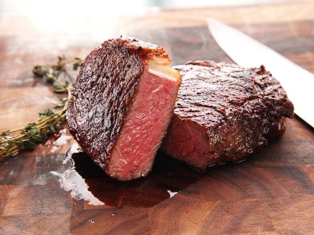 なんでステーキってアホ高いのに焼肉って食い放題の店多いの?