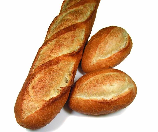 フランスパンを引き千切って食べるのが止まらない